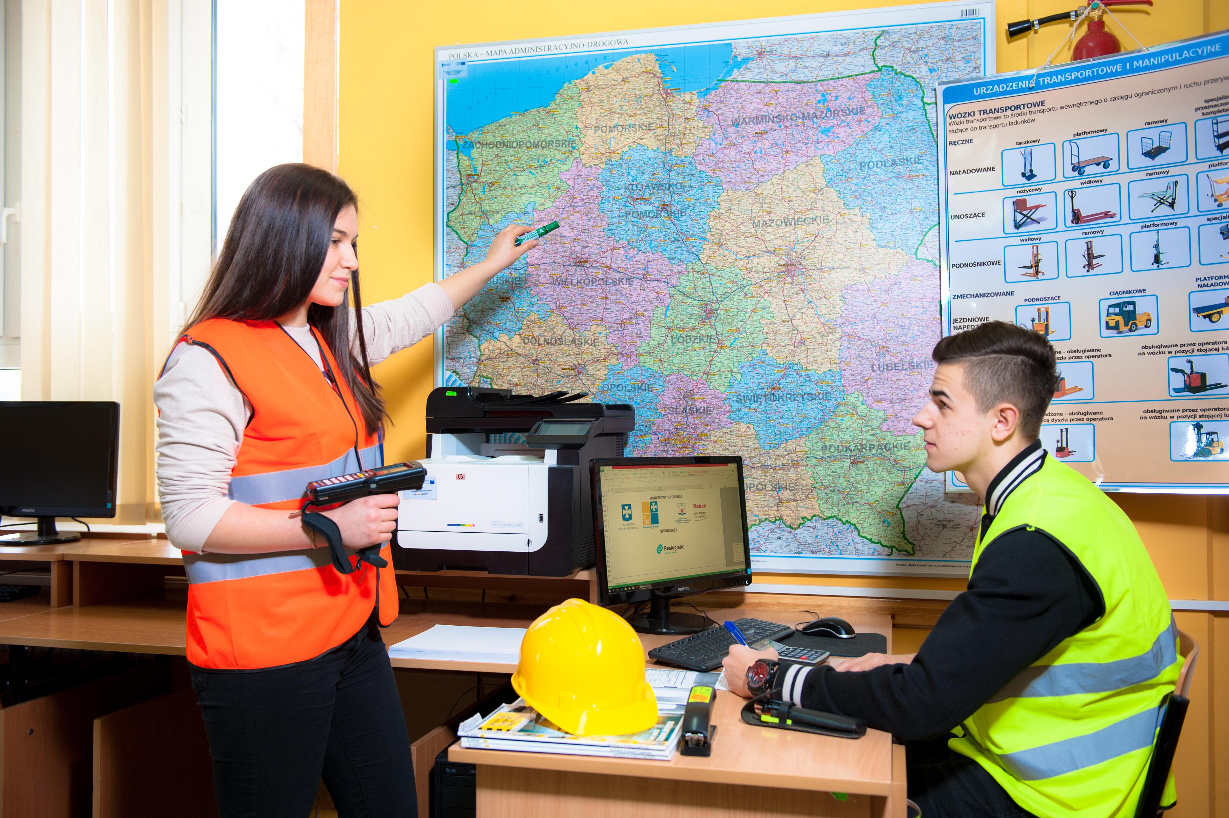 Technik logistyk (logistyczne programy komputerowe) - ZSL Leżajsk