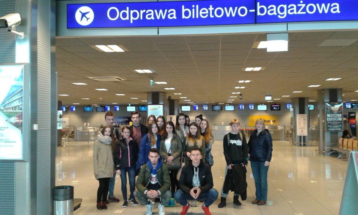 Klasa III TE na lotnisku w Jasionce