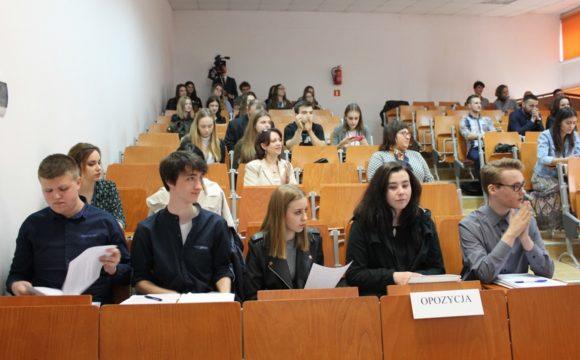 IOgólnopolski Konkurs Debat Oksfordzkich naURZ zudziałem klasy 2G