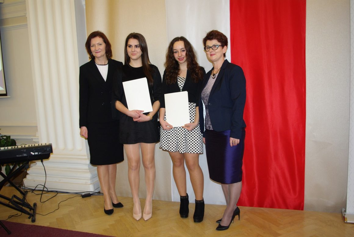 Paulina Grabowy i Izabela Dec na gali wręczenia Stypendiów Prezesa Rady Ministrów
