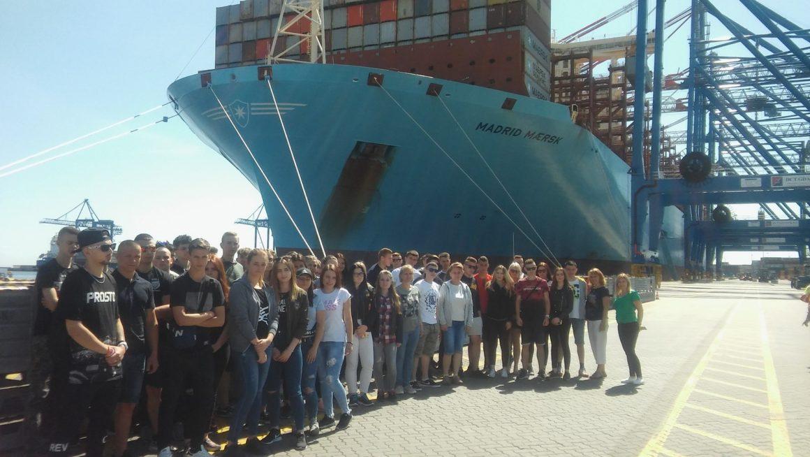 Logistycy i spedytorzy w  Terminalu Morskim Omega Gdańsk