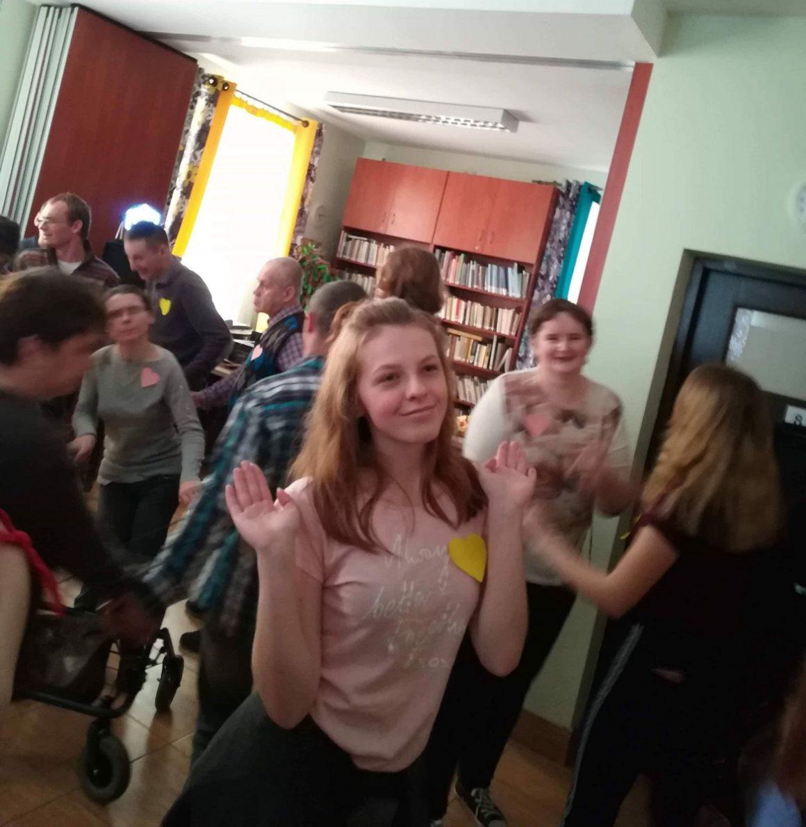 """Wolontariusze na zabawie andrzejkowej w """"Caritas"""""""