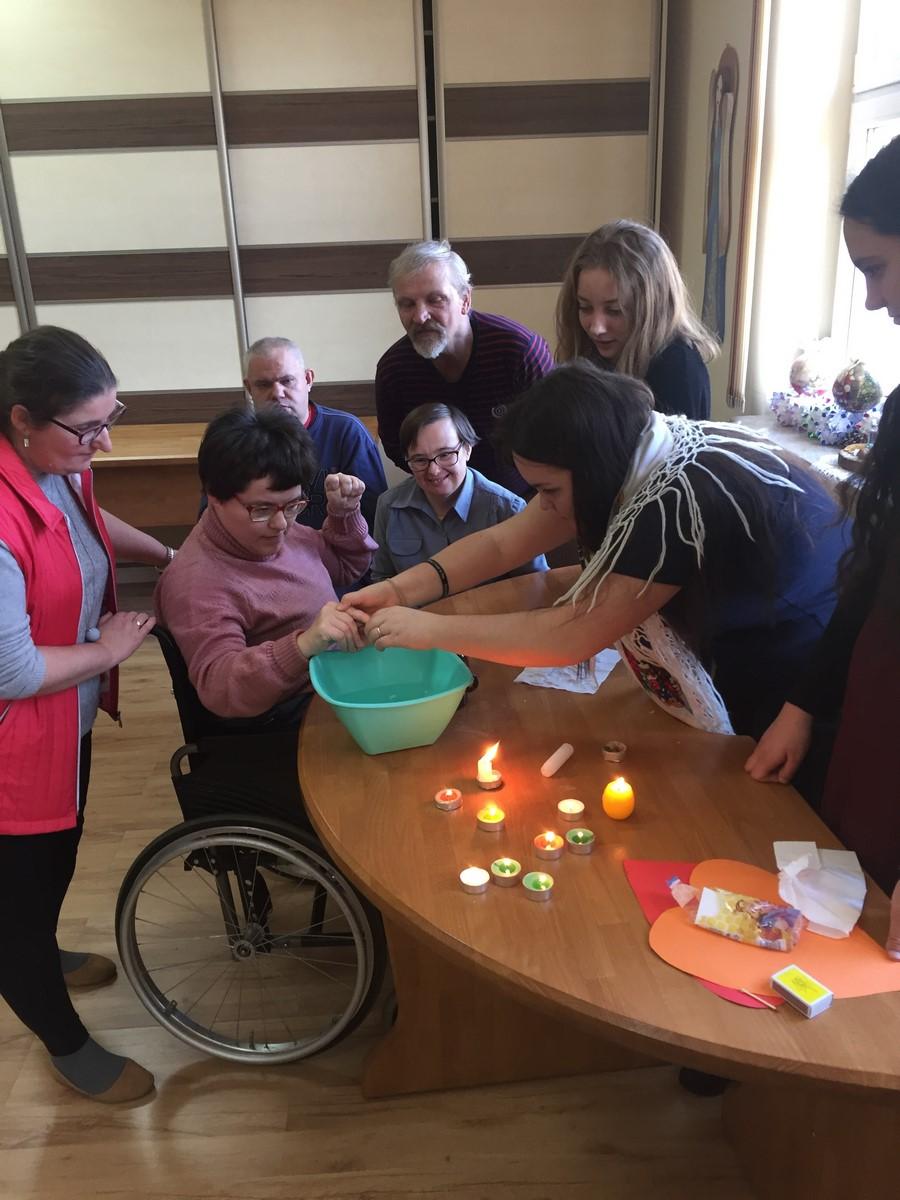 ŚDS w Jelnej – zabawy andrzejkowe z wolontariuszami