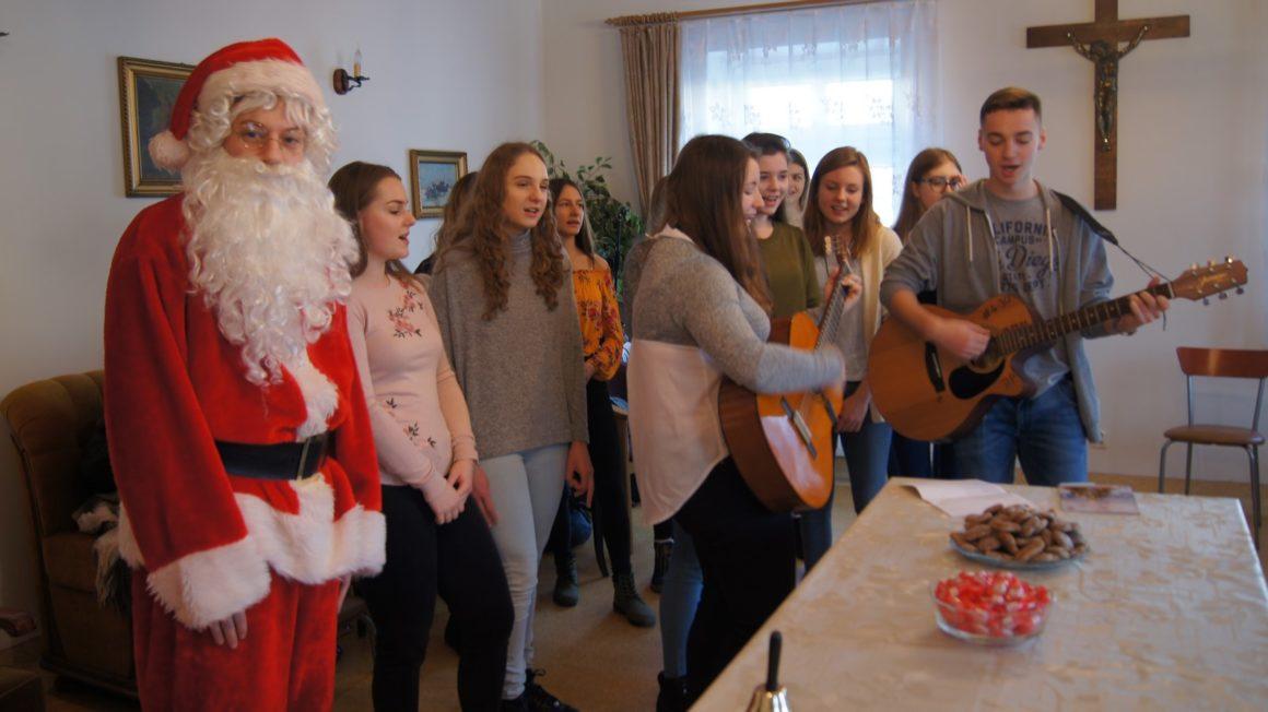 Wolontariusze w Domu Opieki w Leżajsku
