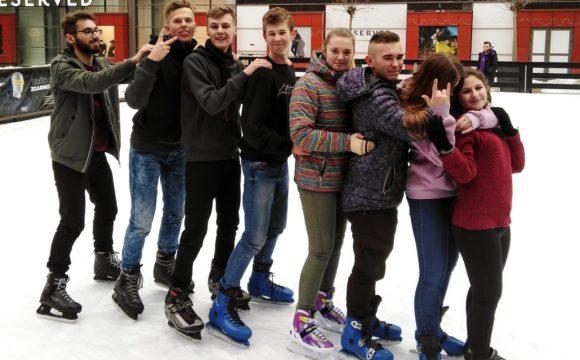 Wyjazd mieszkańców internatu na lodowisko