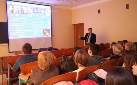 Uczniowie klasy matematyczno-geograficznej na Uniwersytecie Pedagogicznym w Krakowie