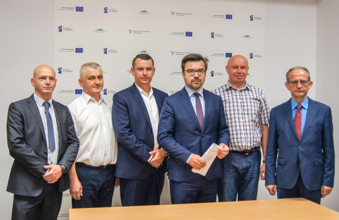 Uroczyste podpisanie umowy na realizację projektu