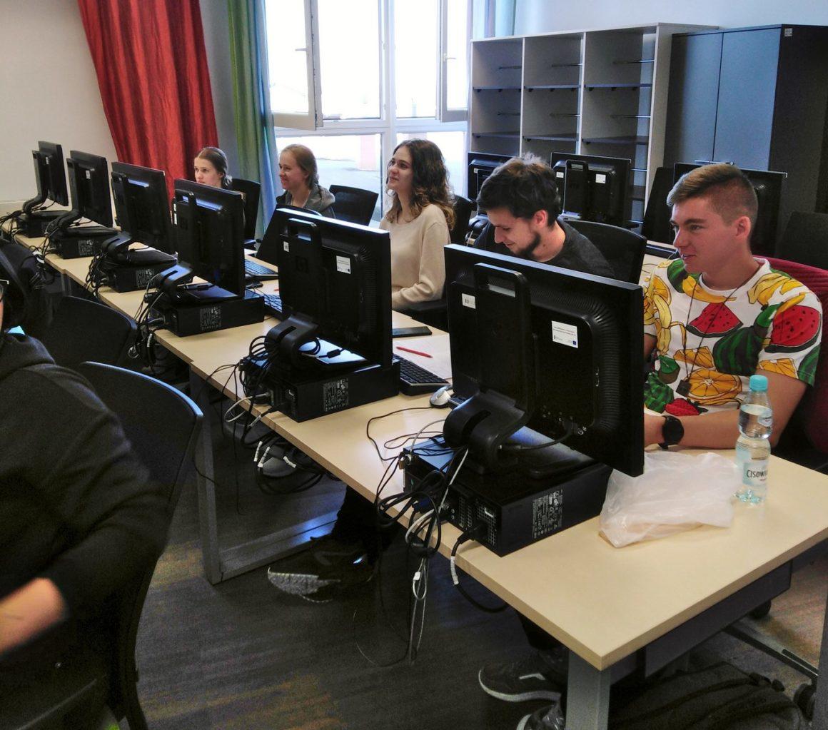 """Udział uczniów w projekcie """"Uczelnie Szkołom – o finansach z NBP"""""""